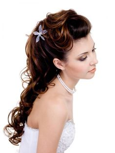 I would love my hairdo to be something like this on my wedding day! I have really long hair but I wouldn't want to put it up for my bridal look- yet just leaving my hair down isn't fancy enough- yet this hairdo would give me the best of both worlds!