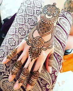 Full Mehndi Designs, Stylish Mehndi Designs, Mehndi Design Pictures, Beautiful Mehndi Design, Bridal Mehndi Designs, Mehndi Images, Henna Tattoo Hand, Henna Tattoo Designs, Henna Tattoos