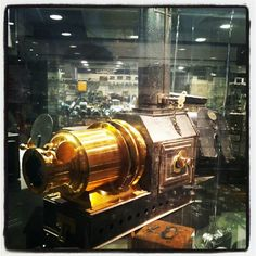 Steam powered clockwork projector?