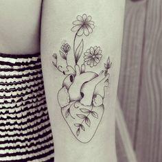 """Coração florido da @fernandalages hj :) #ink #inked #tattoo #tattooist #blackworkers #tatuagem #draw #drawing #desenho #ilustracao #illustrator #bh…"""