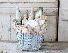 decorate with seashells Petticoat Junktion craft project #seashells #nautical