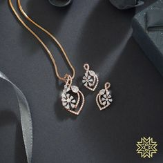 Jewelry OFF! Irresistable Gold Dimond Pendant Sets For Minimal Jewellery Lovers! Gold Mangalsutra Designs, Gold Earrings Designs, Gold Jewellery Design, Vintage Jewellery, Gold Jewelry Simple, Minimal Jewelry, Stylish Jewelry, Pendant Design, Bridal Jewelry