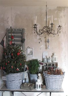 Lovely- would look great with my natural Christmas theme Natural Christmas, Christmas Love, Winter Christmas, Christmas Themes, Christmas Crafts, Christmas Decorations, Merry Christmas, Cabin Christmas Decor, Potted Christmas Trees