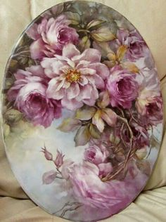 Beautiful hand painted flowers on porcelain. Painted Plates, Hand Painted, Painted Flowers, Decoupage Vintage, Porcelain Ceramics, Painted Porcelain, Porcelain Doll, Fine Porcelain, China Painting