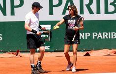 Finalement, Mauresmo sera bien présente aux côtés de Murray à Wimbledon  http://www.20minutes.fr/sport/1630931-20150614-finalement-mauresmo-bien-presente-cotes-murray-wimbledon  http://www.ubitennis.com/blog/2015/06/14/murray-si-affida-a-bjorkman-per-il-queens-ma-mauresmo-torna-per-wimbledon/ http://www.francetvsport.fr/roland-garros/la-machine-murray-tourne-toujours-a-bloc-282632