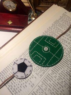 Купить Закладка для книг из фетра Поле с мячом - зеленый, подарок на любой случай