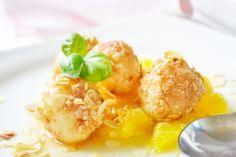 Ein Dessert gefällig, aber es soll etwas Neues sein? Dieses leckere Rezept für Topfenbällchen mit Orangensauce ist einfach und mundet sehr.