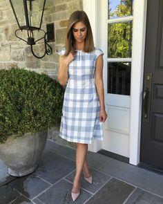 Kensington Way: fashion dress style not fabric pattern Blue And White Dress, Burgundy Dress, Little White Dresses, Look Fashion, Autumn Fashion, Modest Fashion, Fashion Dresses, Look Office, Urban Dresses
