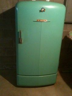 oh the things I would do for this refrigerator!.........I HAD one!!!  Painted it a mustard color, and put a decal on front top.