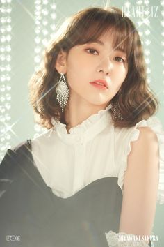 iz*one miyawaki sakura [heart*iz] sapphire ver Kpop Girl Groups, Korean Girl Groups, Kpop Girls, Sakura Miyawaki, Yu Jin, Japanese Girl Group, Soyeon, Poses, Mini Albums