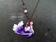 Petit collier camé sirène blanche et violette et par AkikosWorld