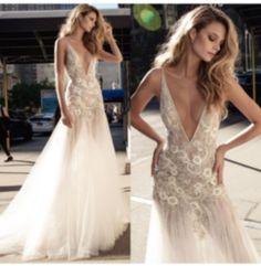 Sexy Deep V-neck A-line Wedding dresses Retro Tulle Bridal Wedding Gowns 6 8 10+