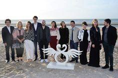 Marion Cotillard entourée du jury au complet du festival du film de Cabourg