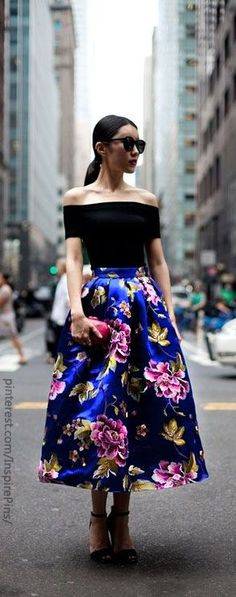 blue floral skirt black top....... Love this outfit! Más