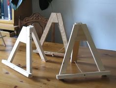 diy sturdy easels - with string holding them Mobile Home Decorating, Diy Crafts For Home Decor, Decorating Your Home, Wood Crafts, Home Decor Catalogs, Home Decor Store, Home Decor Items, Wood Projects, Woodworking Projects