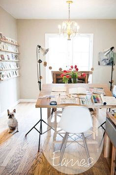 Shared home office ideas so you can learn how to work from home together. Our office decorating experts show you how to design a workspace for two. From desks to decor, create a working space in your home. For more home office ideas go to Domino. Appartement Design Studio, Studio Apartment Design, Home Studio, Studio Spaces, Dream Studio, Studio Design, Studio Room, Studio Interior, Modern Interior