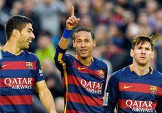 El delantero brasileño Neymar afirmó hoy que el tridente ofensivo del Barcelona, que integra junto al argentino Lionel Messi y el uruguayo Luis Suárez, merece ocupar los tres primeros puestos del premio del Balón de Oro 2015. Nov 29, 2015.