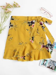 To find out about the Knot Side Floral Print Ruffle Hem Skirt at SHEIN, part of our latest Skirts ready to shop online today! Floral Print Skirt, Floral Prints, Skirt Outfits, Cute Outfits, Chor, Fashion News, Clothes For Women, Womens Fashion, Skirt Patterns