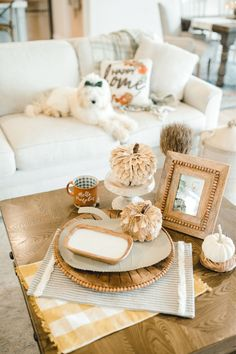 It's time for an Autumn coffee table refresh! #mudpiegift #certifiedcelebrator #pumpkins #fallhomedecor