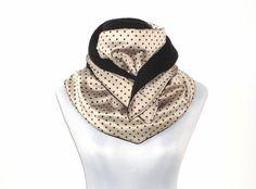 XL Dreiecksschal gepunktet beige schwarz von lucylique - Mode und Accessoires made in Leipzig auf DaWanda.com