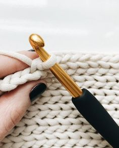 Crochet Basics, Diy Crochet, Crochet Crafts, Crochet Projects, Slip Stitch Crochet, Diy Crafts, Loom Knitting, Knitting Stitches, Easy Knitting