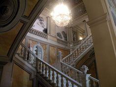 Escalera interior del Palacio de Pedralbes, Barcelona - Palacio Real de Pedralbes - Wikipedia, la enciclopedia libre