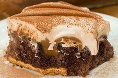 Pelo amor de Deus faça este bolo furadinho de chocolate com doce de leite