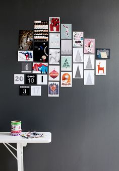 Cartes naïves et colorées au mur Wall Cards
