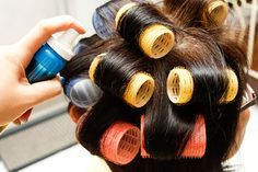 How to Use Velcro Rollers. Velcro rollers might seem like a less professional alternative to curling your hair, but the truth is velcro rollers can save your hair from heat damage and your pocketbook from expensive curling options. Curlers For Short Hair, Big Hair Rollers, How To Curl Short Hair, Hair Rollers Tutorial, Curling Fine Hair, Rocker Hair, Velcro Rollers, Roller Curls, Shampoo For Thinning Hair
