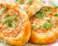 Horseradish Potato Cakes Recipe: This recipe talks about how to make horseradish potato cakes with a detailed list of ingredients and ste-by-step process. I Love Food, Good Food, Plats Ramadan, Great Recipes, Healthy Recipes, Light Appetizers, Ramadan Recipes, Potato Cakes, Arabic Food