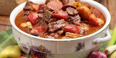 Egy finom Marhagulyás újkrumplival, vörösborral vacsorára, ebédre Chili, Soup, Beef, Diet, Meat, Chili Powder, Chilis, Soups, Ox