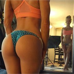 All FitBuzzers need at least one @buffbunny S-curve belfie mirror selfie