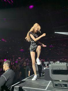 Check out Blackpink @ Iomoio Kpop Girl Groups, Kpop Girls, My Girl, Cool Girl, Blackpink Memes, Rose Icon, Blackpink Video, Rose Park, Blackpink Photos