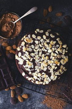 A rich, moist and fluffy chocolate cake was in order and this one ticks all the boxes! It is delicious, plant-based, naturally sweetened and gluten free. Chocolate Almond Cake, Almond Cakes, Gluten Free Chocolate, Vegan Chocolate, Food Cakes, Cupcake Cakes, Cupcakes, Bolo Vegan, Vegan Cake