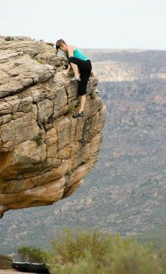 Katie Price Mair mantelling to the top of a boulder in Rocklands photo: Zlu Haller