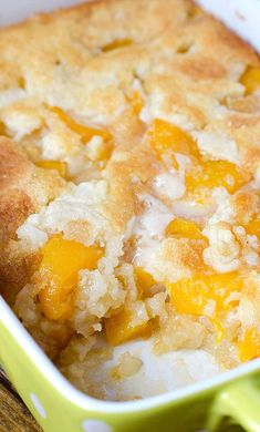 There are three reasons why this fantastic Super Easy Peach Cobbler will become one of your favorite dessert recipes – it's super tasty, super simple and super cost-effective. Tastemade Dessert, Easy Desserts, Delicious Desserts, Dessert Recipes, Yummy Food, Easter Recipes, Easy Peach Dessert, Recipes Dinner, Desserts Keto