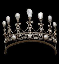 Royal House of Hanover Tiara, Germany, circa 1830. Antique tiara composed of gold, silver, diamonds and natural pearls. #HouseOfHanover #antique #tiara