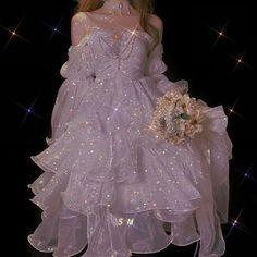 جــیــۆنـــ جـــۆنــگــکــوکـــ& کــیــم نــانــا کــێ ئــەتـــوانێـ… #أدبنسائي # أدب نسائي # amreading # books # wattpad Pretty Outfits, Pretty Dresses, Beautiful Dresses, Gorgeous Wedding Dress, Elegant Dresses, Fairytale Dress, Fairy Dress, Ball Dresses, Ball Gowns