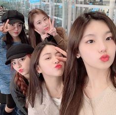 Find images and videos about girl, kpop and itzy on We Heart It - the app to get lost in what you love. Kpop Girl Groups, Korean Girl Groups, Kpop Girls, K Pop, Fandom, Thing 1, Grunge Hair, My Beauty, New Girl