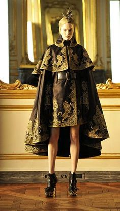 Alexander McQueen Fall 2010 Ready-to-Wear Fashion Show