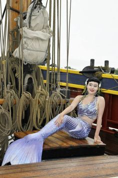Mermaid Artwork, Mermaid Drawings, Mermaid Photos, Real Mermaids, Mermaids And Mermen, Realistic Mermaid Tails, Professional Mermaid, Mermaid Pose, Silicone Mermaid Tails
