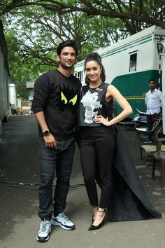 Sushant Singh Rajput and Shraddha Kapoor Bollywood Images, Bollywood Stars, Cute Galaxy Wallpaper, Sushant Singh, Shraddha Kapoor, Editing Pictures, Bollywood Actress, Normcore, Sporty