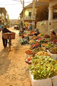 outdoor market Cambodia -- what about having our own organic market at Paradise Pines? open same day as other market.