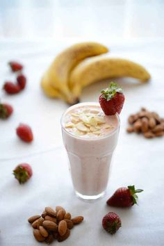 Recipe: Banana Berry Almond Protein Smoothie Ingredients 1 banana, peeled and chopped roughly 6 strawberries 1 tablespoon vanilla or banana. Protein Smoothies, Fitness Smoothies, Smoothie Detox, Fruit Smoothies, Pineapple Smoothies, Diabetic Smoothies, Fitness Diet, Healthy Drinks, Healthy Snacks