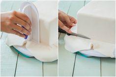 Cómo cubrir una tarta cuadrada con fondant http://marialunarillos.com/2013/09/como-cubrir-una-tarta-cuadrada-con-fondant.html