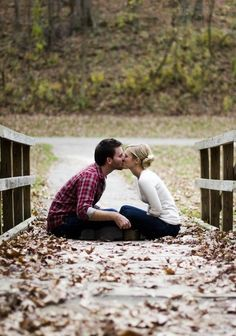 Fall engagement picture ideas!!