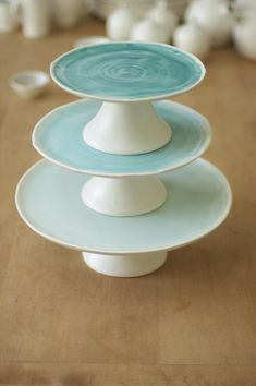 Linda Bloomfield's Cake Stands commissioned for use at the Royal Albert Hall, London. Yep, thought you might. Glazes For Pottery, Ceramic Pottery, Pottery Art, Advanced Ceramics, Pottery Classes, Ceramics Projects, Colorful Cakes, Modern Ceramics, Pottery Studio
