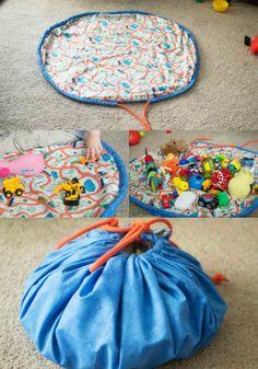 Ideia bem legal para guardar os brinquedos. Na hora de brincar é só abrir o tapete e se divertir.