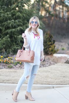 Tunic outfit, light wash ripped jeans, spring outfit inspiration, tassel necklace, boho inspired.