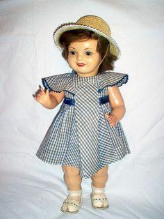 En España fué una de las muñecas más populares de su época . en 1940 y se llama Cayetana